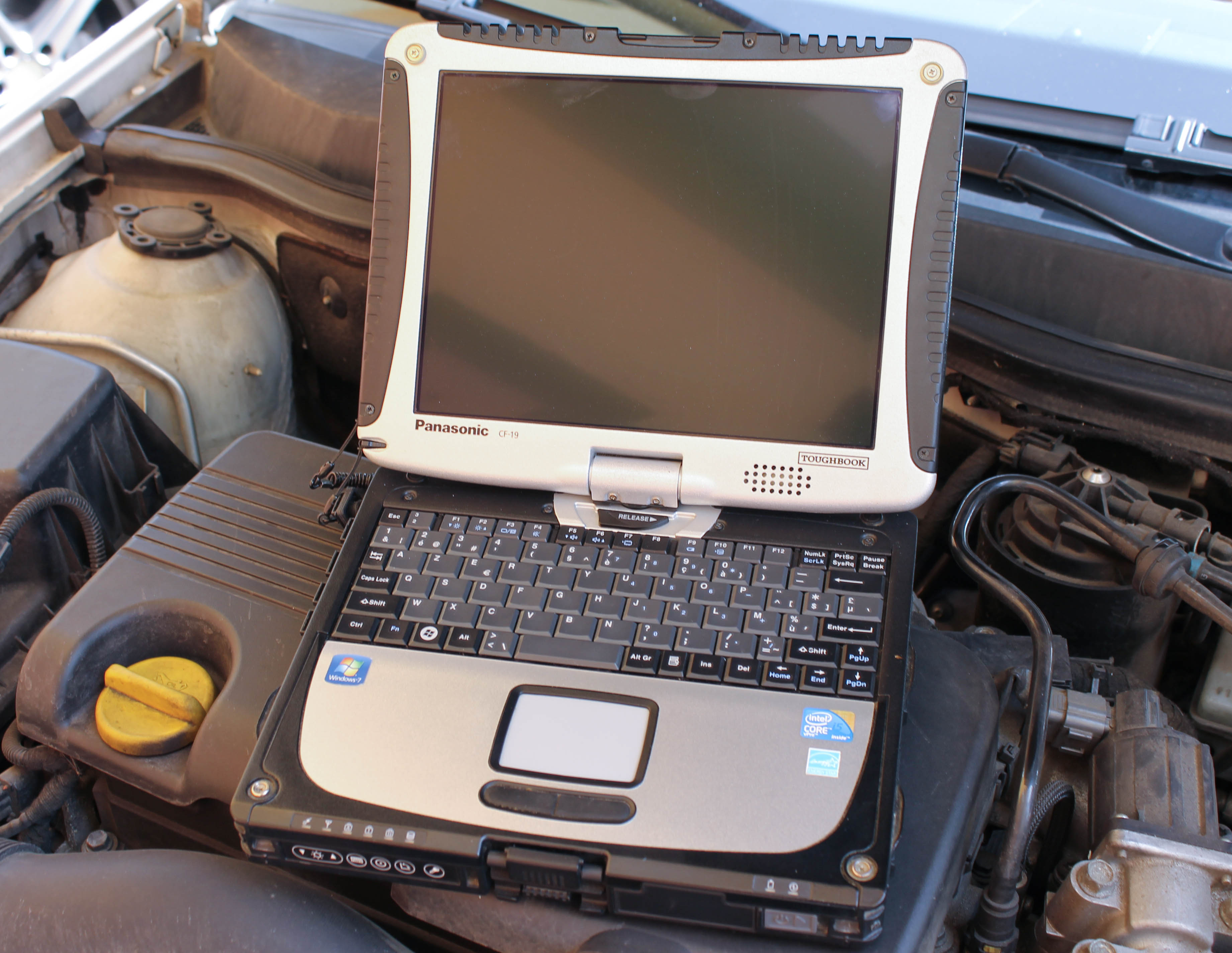 panasonic-toughbook-cf-19-1.jpg